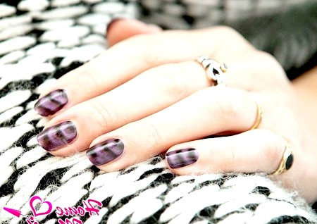 Фото - фіолетовий магнітний лак для нігтів