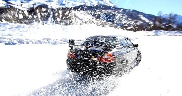 Фото - їзда по зимовій дорозі