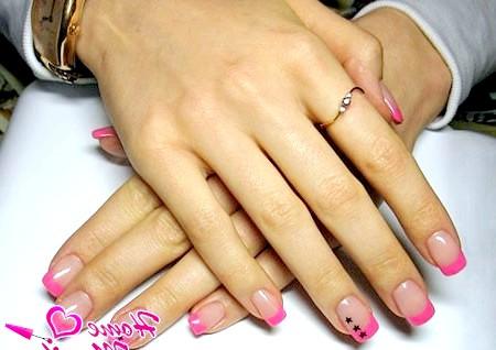Фото - рожевий нарощені френч з чорними зірочками