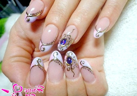 Фото - дизайн з литтям і рідкими камінням на нарощених нігтях