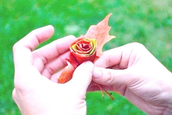 Фото - Як зробити троянду з осіннього листя майстер-клас 5