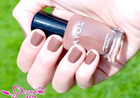 Фото - теплий коричневий лак на нігтях